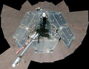 Opportunity mentre ripulisce i pannelli solari
