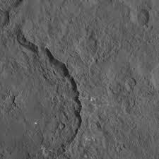 Il cratere fessurato Dantu _Cerere